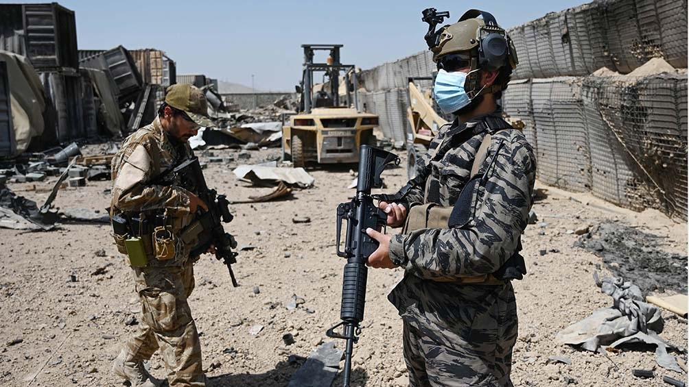 """""""Estados Unidos lanzó más de un ataque equivocado que derivó en muertes de civiles, destruyó instalaciones médicas y ocasionó daños a viviendas y mezquitas"""" acusó el vocero talibán."""