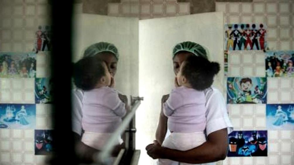 un millar de mujeres y ninos esta en peligro inmediato en prisiones libias