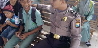 Bhabinkamtibmas Polsek Binangun Himbau Pelajar yang Berkeliaran Berseragam Sekolah