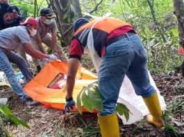 Penemuan mayat tanpa identitas di tengah hutan salam Nglegok. Foto oleh Kasat Reskrim Blitar