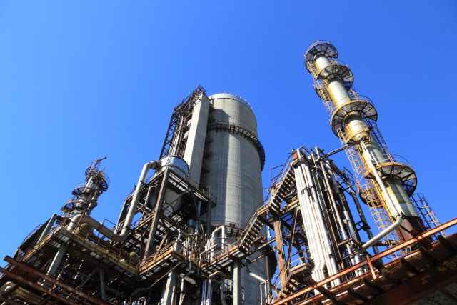 view of factory against blue sky El Presidente inauguró este mediodía una planta de Raízen