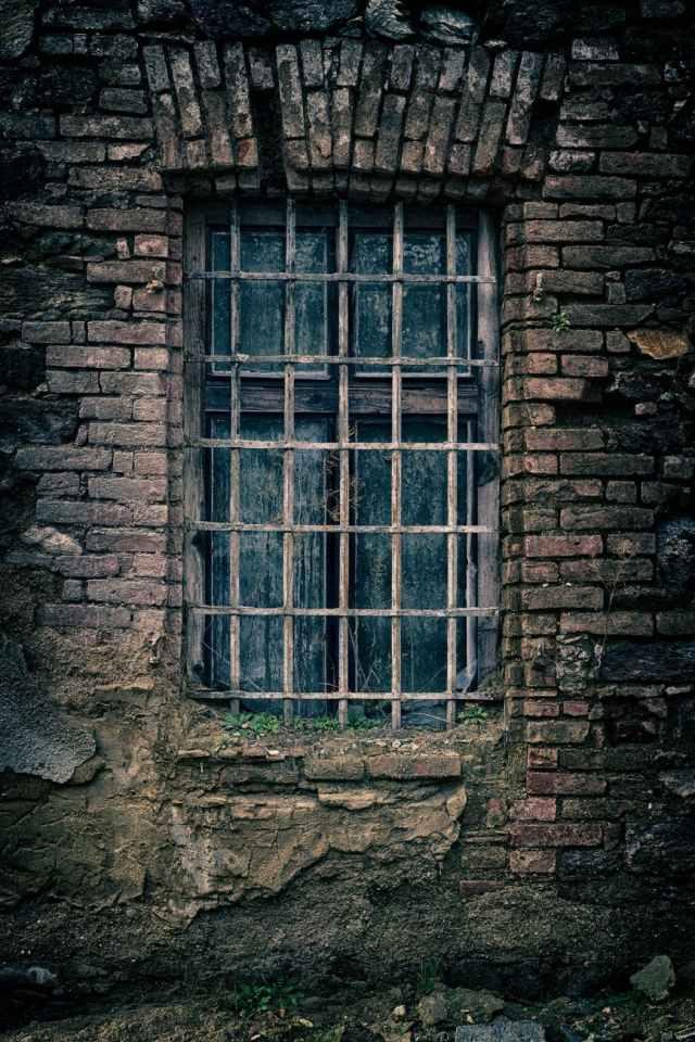 abandoned ancient antique architecture 22 mil créditos hipotecarios