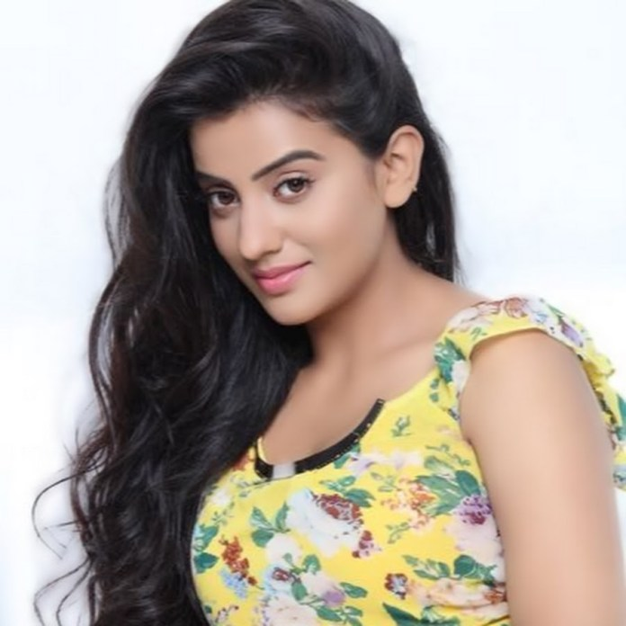 Akshara Singh Bio, Age, Boyfriend, Career, Personal Details, Photos