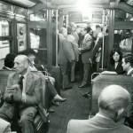 Los pasajeros viajan en una formación de la línea A; diciembre de 1978.