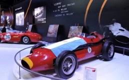 El Salón Internacional del Automóvil festejó el Día del Piloto con un brindis para celebrar el 104º cumpleaños de Fangio