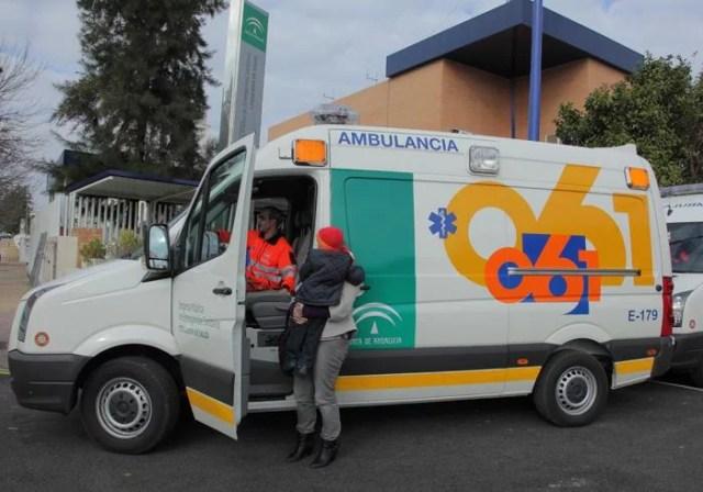 Un hombre ha sido evacuado esta mañana al Hospital Infanta Margarita de Cabra tras volcar su vehículo a la altura del Punto Limpio de Nueva Carteya