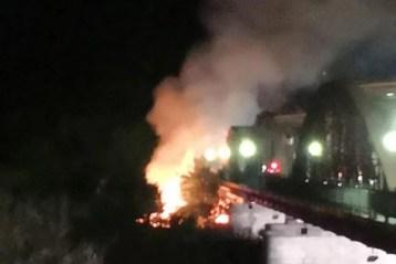 Alrededor de las 22:30 de la noche del miércoles se ha declarado un incendio en el Puente Reina Sofía más bien conocido como el Puente de Hierro, en Talavera de la Reina