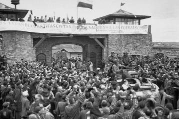 Prisioneros republicanos españoles reciben a las fuerzas americanas el 5 de mayo de 1945, día de la liberación de Mauthausen-Gusen. GETTY IMAGES