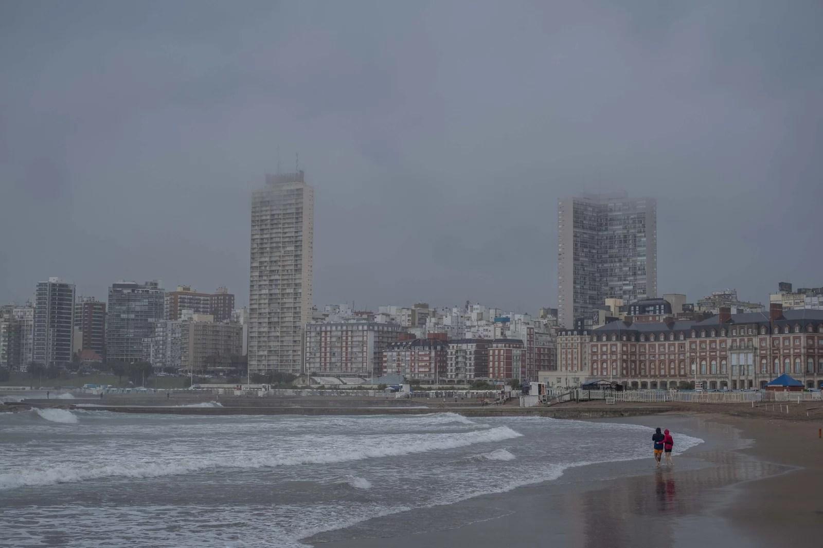 Treinta evacuados y anegamientos de calles por intensa precipitación en Mar del Plata