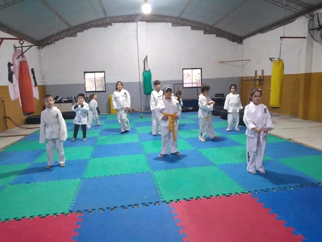 Se realizo un nuevo examen de taekwondo en Canals.