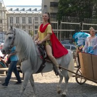 FESTIVAL: În Bucureştii lui Caragiale, parodia cotidiană compromite parada artiştilor comici!