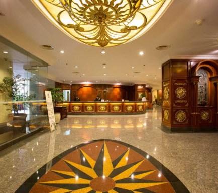 Classic-Hotel-Jakarta-receptionist