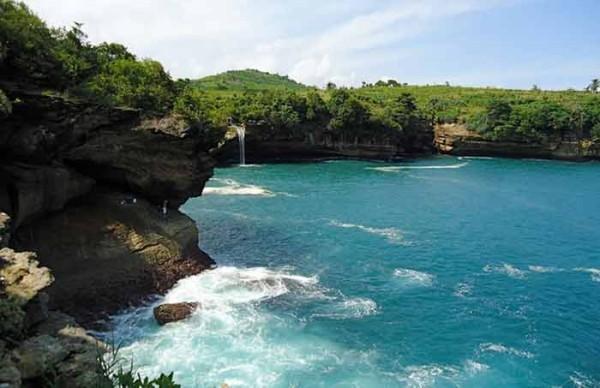 Wisata-Pantai-Popoh-Tulungagung-Jawa