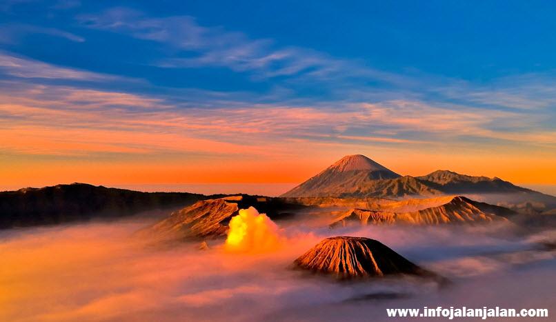 Pemandangan-Matahari-di-Bromo-Jawa-Timur