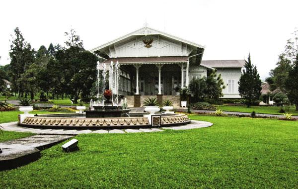 Tempat-wisata-di-Cianjur-Istana-Cipanas-Cianjur