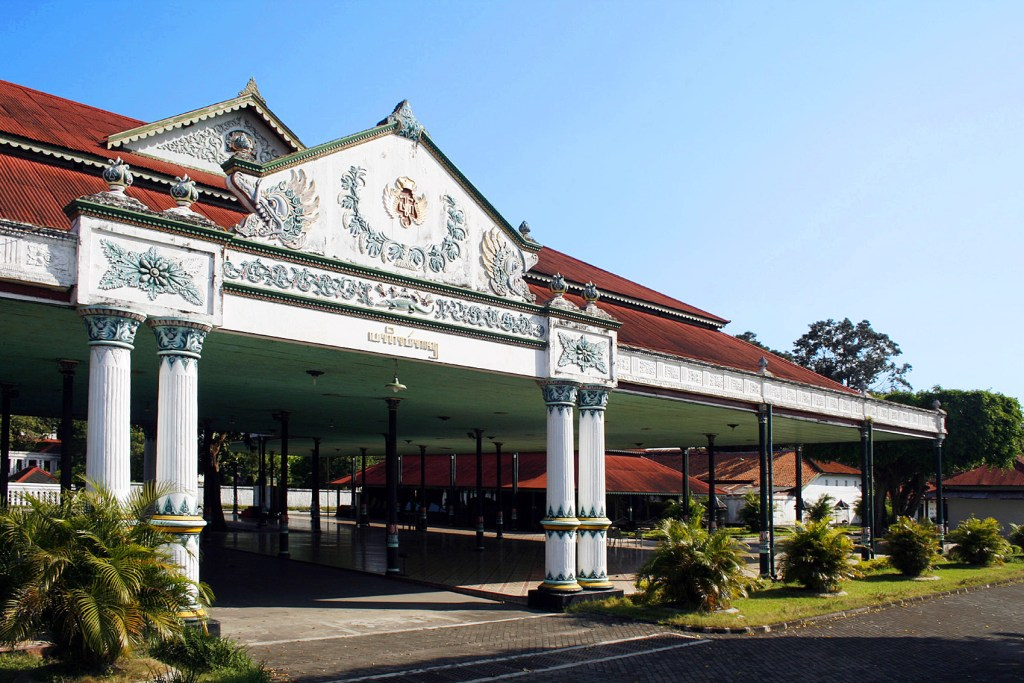 tempat-wisata-di-jogja-yang-wajib-dikunjungi-Kraton-Jogja