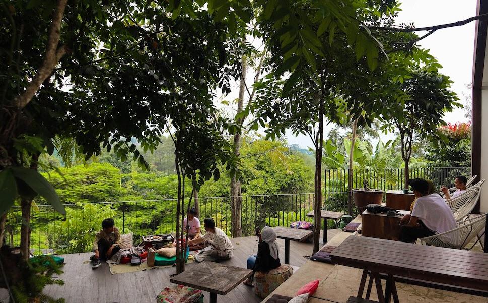 Cafe-sejuk-dan-tenang-Halojae-Bandung