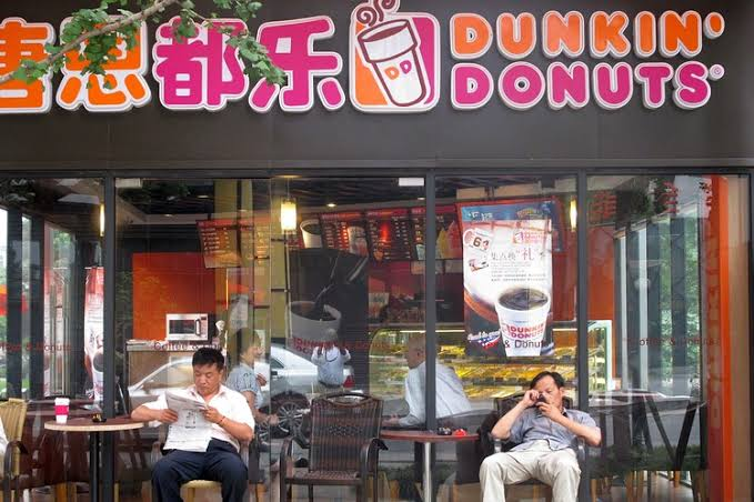 chinese customers of Dunkin' donuts