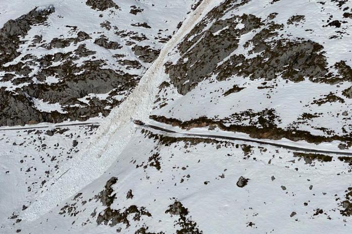 Reabre la carretera de acceso a Tresviso