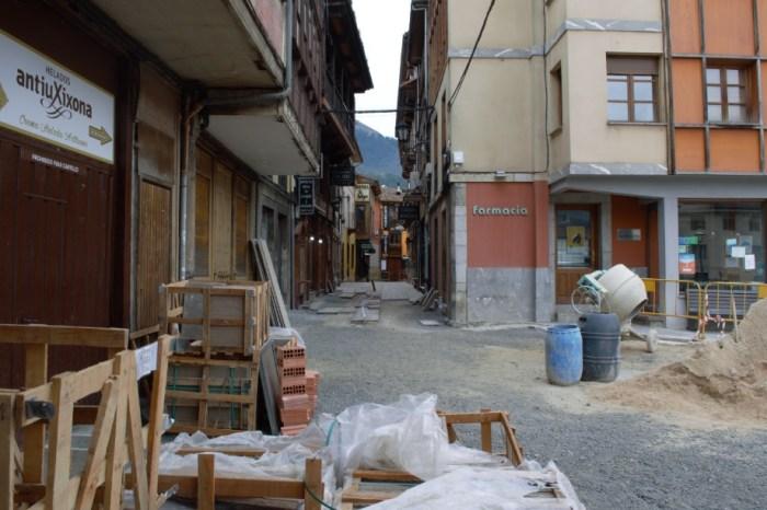 El Ayuntamiento de Potes recurre en los tribunales la paralización de las obras de la calle Cántabra