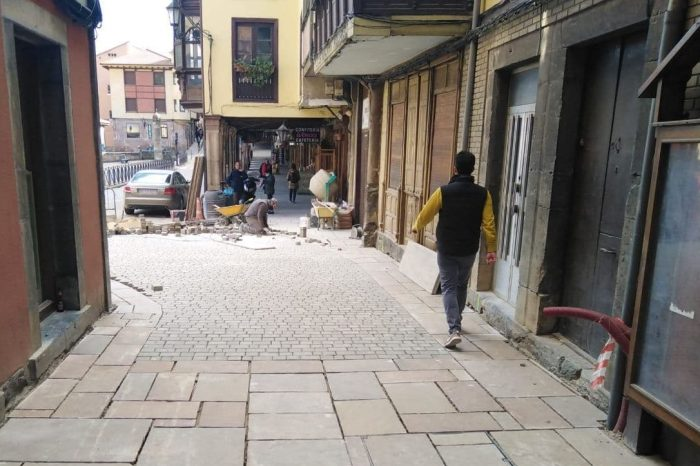 El Ayuntamiento de Potes concluye provisionalmente las obras de La Cántabra con adoquines