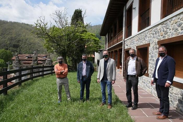 La antigua escuela de la Caballería de Colio se convierte en complejo turístico y centro de encuentro del montañismo