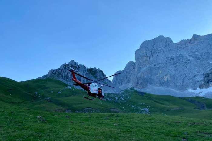 El helicóptero rescata a cuatro escaladores con problemas físicos en la zona superior del Espolón de los Franceses
