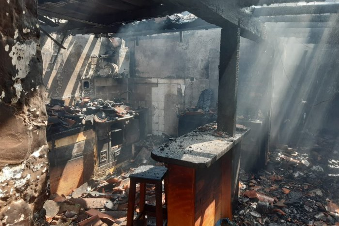 Un incendio calcina una vivienda en Lon