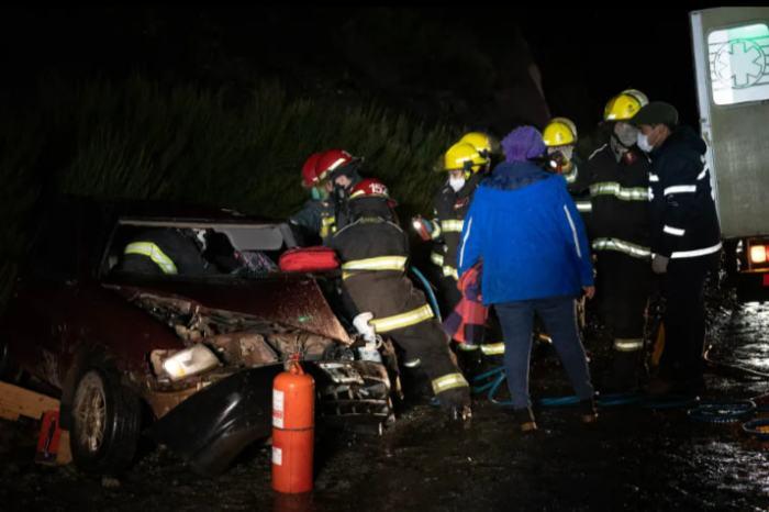 Falleció en el Hospital el automovilista que chocó de manera frontal y que quedó atrapado en el rodado