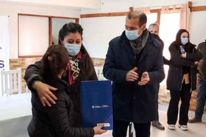Gutiérrez inauguró una red de gas y entregó créditos para viviendas en Junín de los Andes