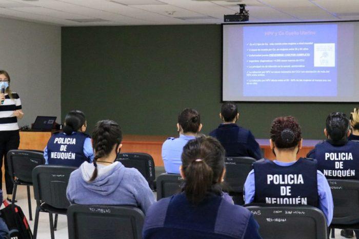 Charla sobre prevención del cáncer de mama y de cuello uterino para mujeres policías