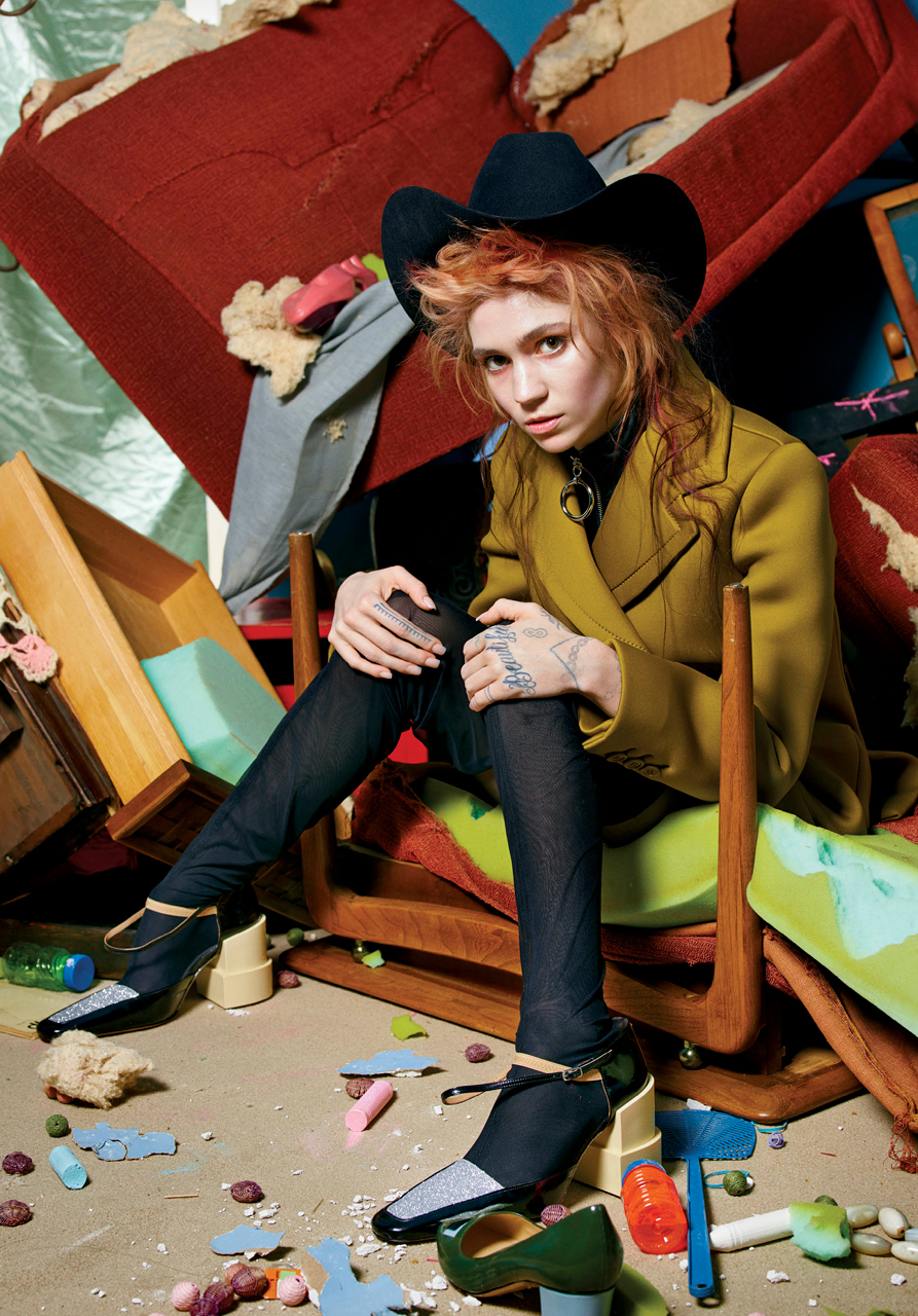 grimes-by-mario-sorrenti-for-v-magazine-fall-2015-1
