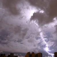 El SMN emitió un alerta por fuertes tormentas en la región