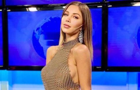 Video / Romina Malaspina Comunicadora presenta las noticias sin sostén