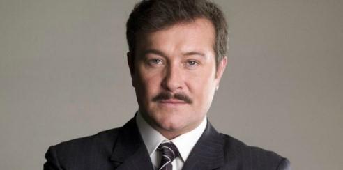 Arturo Peniche llora la muerte de cuatro familiares de COVID-19