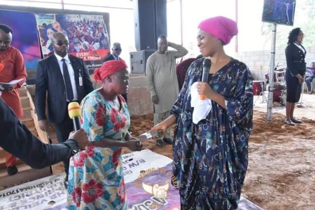 Widow With Nine Children Gets Financial Help