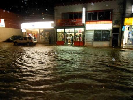 Las fuertes lluvias del Sábado y Martes por la noche, han causado arroyos.