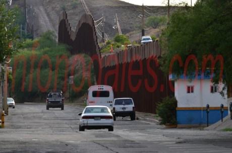 Una de las propuestas contempla la instalación de alambre de púas sobre la valla fronteriza.