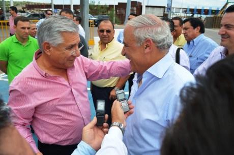 El alcalde Ramón Guzmán con el concesionario del Recinto Fiscal Capitán Miguel Abed.