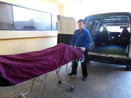Fue temprano esta mañana cuando el cuerpo fue sacado del Hospital General, luego de que falleciera en el lugar.