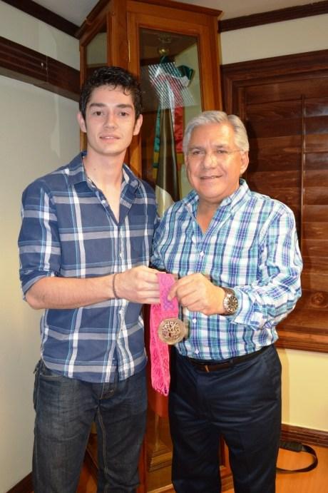 Recibe RGM a René Lizárraga medallista de plata en Mundial de Tae Kwon Do.