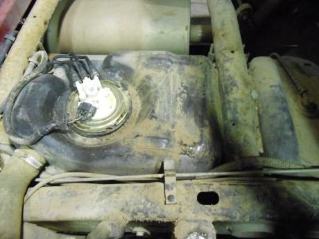Marihuana oculta en el tanque para la gasolina de un vehículo.
