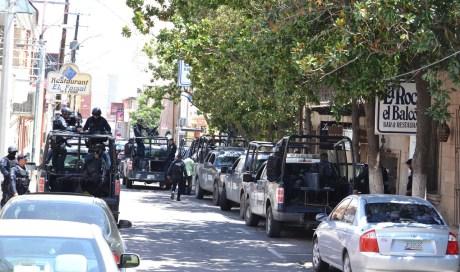 Así lucía la calle Elías este viernes, con fuerte presencia de federales.