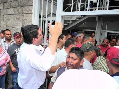 El diputado Robles Pompa encabezó la toma de instalaciones.