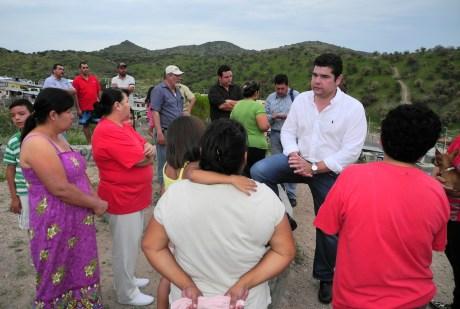 El diputado Alejandro García anuncia obra para la colonia San Carlos.