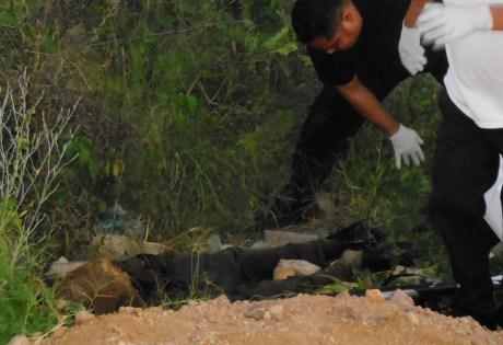 Al momento de su hallazgo, el cadáver vestía ropas color oscuro.