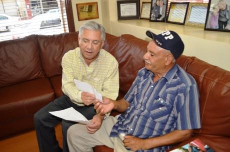 Entrega RGM cheques del seguro contra siniestros.