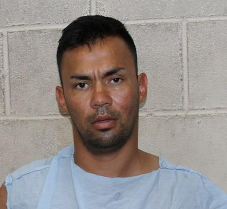 Jesús Fernando Castillo Silva, probable responsable del robo con violencia en establecimientos comerciales.