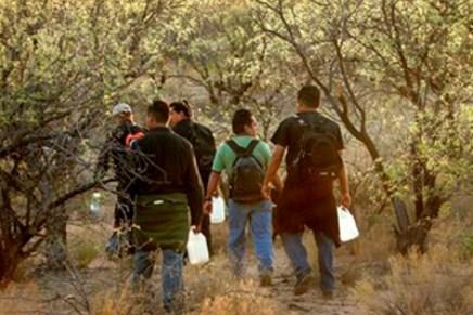Alerta Patrulla Fronteriza a migrantes por calor extremo en el desierto de Arizona