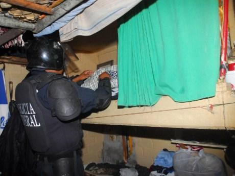 Autoridades federales catearon el penal en Hermosillo.